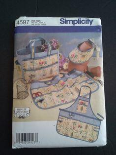 Simplicity 4597 garden accessories pattern by BloomingRoseCrochet
