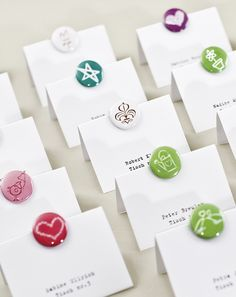 Button-Platzkarten - button wedding place cards – www.weddingstyle.de