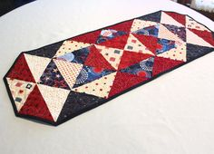 Patriotic Table Runner Quilt Quilted Table by QuiltSewPieceful Patriotic Quilts, Patriotic Crafts, Patriotic Decorations, July Crafts, Patchwork Table Runner, Table Runner And Placemats, Quilted Table Runners, Quilting Projects, Quilting Ideas