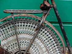lace bicycle wheel, image found on poppytalk Crochet Velo, Guerilla Knitting, Red Brolly, Doilies Crafts, Lace Doilies, Velo Vintage, Vintage Bikes, The White Album, Bike Wheel