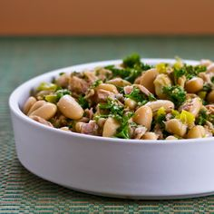 Spicy Bean and Tuna Salad. I made this Spicy Cannellini Bean Salad with Tuna Peperoncini and Parsley multiple times for lunch and decided to share the recipe. Healthy Salads, Healthy Eating, Healthy Recipes, Easy Recipes, Cannellini Bean Salad, No Heat Lunch, Seafood Recipes, Cooking Recipes, Parsley Recipes