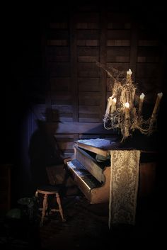 The Haunted Mansion: Invisible Piano Player  http://silence-in-the-library.tumblr.com/post/58220049775