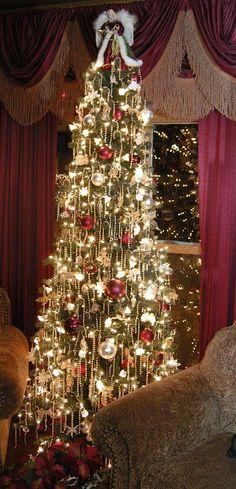 christmas tree ornaments,christmas tree,christmas tree decoration,christmas decor,christmas decoration,christmas home decor,christmas ornaments,beautiful house design image,home decor (101) http://imgsnpics.com/christmas-tree-decorated-with-ornaments-73/