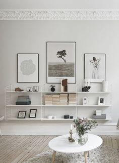 ieses geniale Wandregal der schwedischen Firma String ist 1949 erfunden worden und zeigt sich mittlerweile in allen möglichen Varianten und Farben. Es gehört zu den Designideen, die auf einfache Art Räume grösser und luftiger erscheinen lassen. Auf einer Art Metallleitern, die an der Wand befestigt werden, sind die Tablare eingefügt.