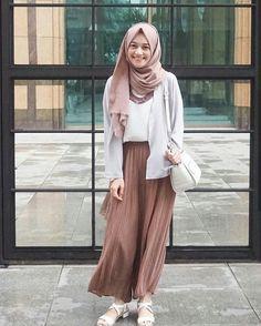 Modest my latest crush ❤ **❤ hijab fashion, hijab casual, ca Modern Hijab Fashion, Street Hijab Fashion, Hijab Fashion Inspiration, Muslim Fashion, Modest Fashion, Fashion Outfits, Fashion Ideas, Casual Hijab Outfit, Hijab Chic