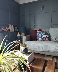 Gorgeous dark blue panelled walls in the living room of One Mill House. Along with pops of colour, vintage furniture and lots of plants Miller House, Beige Living Rooms, Living Room Modern, Living Room Plants, House Plants, Open Kitchen And Living Room, Living Room Decor Inspiration, Guest Room Office, Room Color Schemes