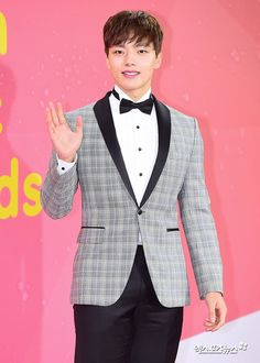 Yeo Jin Goo  #yeojingoo #Redcarpet #fashion #melonmusicawards #2k17 #koreanidol #koreanfashion  #danielandsuzy Music Awards 2017, Jin Goo, Star Show, K Pop Star, Kdrama Actors, Korean Actors, Trendy Outfits, Korean Fashion, Suit Jacket