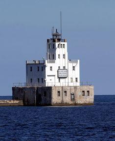 Milwaukee Breakwater Lighthouse, Wisconsin at Lighthousefriends.com