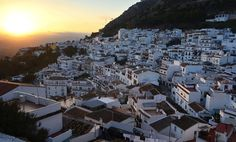 The historic and well Known old town of Mijas is just 10 minutes drive away, and offers lively bars, an excellent choice of restaurants, shops and modern supermarkets. Or you can buy fresh fruit and veg direct from the field from local farmers.