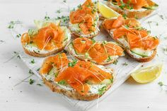 Bruschetta with salmon and herb cream- Bruschetta med laks og urtecreme Brusche… Tapas Dishes, Fish Dishes, Pink Salmon Recipes, Pbs Food, Brunch, Shellfish Recipes, Food Goals, Ciabatta, Best Appetizers