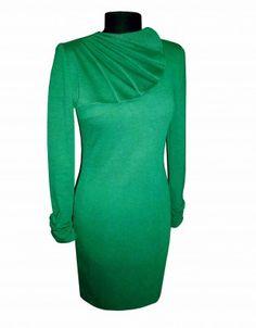 Элегантное трикотажное платье прилегающего силуэта с драпированным в складку воротником. Модель выполнена из плотного трикотажного полотна. Рукава в платье втачные с 3 складками по низу рукава. Длина платья около 100см.