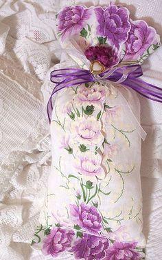 vintage hankie lavender sachet & other ideas on how to use vintage hankies.
