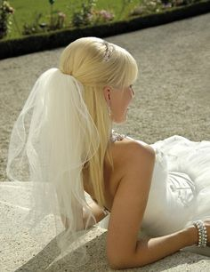 straight half up half down hairstyle with veil