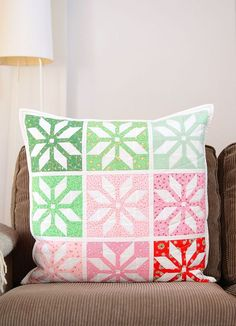 Add some Christmas spirit to your home with this adorable Star quilt pattern. The Bright Stars quilt pattern comes as a lap size quilt & mini quilt which can be turned into a pillow for your couch. Mini Quilt Patterns, Christmas Quilt Patterns, Christmas Sewing, Antique Quilts, Vintage Quilts, Contemporary Quilts, Tips & Tricks, Quilted Pillow, Mini Quilts