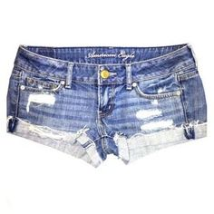 I just discovered this while shopping on Poshmark: American eagle short shorts. Check it out! Size: 2