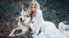 Kobieta, Modelka, Cessy We, Blondynka, Pies, Wilczak czechosłowacki, Trawa, Rozmycie