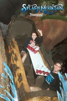 Next time you head to the amusement park, keep these photos in mind! Check out these 20 awesome roller coaster photos. Funny Disney Pictures, Funny Images, Funny Photos, Stupid Funny Memes, Haha Funny, 9gag Memes, Fun Funny, Funny Pranks, Funny Fails