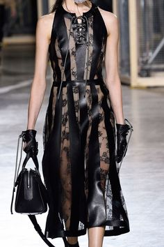 Christopher Kane Fall 2016 Ready-to-Wear Fashion Show