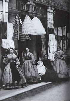 Underneath that Hoop Skirt- The History of Crinoline, the Victorian fashion garment. Victorian Street, Victorian Life, Victorian London, Victorian Fashion, Vintage Fashion, Vintage London, Victorian Facts, Victorian Maid, Victorian History