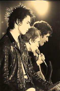 Hey! Its a Punk universe — Los Sex Pistols una de la primeras bandas de Punk...
