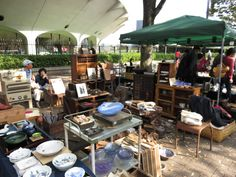Taking place once a month, this market is great for picking up some cool art, unique handicrafts or time-worn decorative items. Keep an eye out for real Edo-era