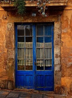 (via Blue French Doors | ANTIQUE BLUE AND BROWN)