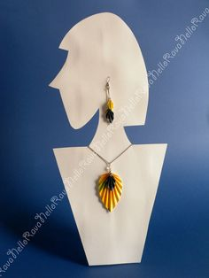 Necklace and earrings made with paper and patience :) #paper #origami #paperjewellery #paperearrings  https://www.facebook.com/ravanellohandmade  http://rava-nello.blogspot.it/