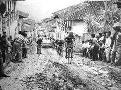 Paso de la Vuelta a Colombia por las pedregosas pendientes de Anserma, foto de Horacio Gil Ochoa