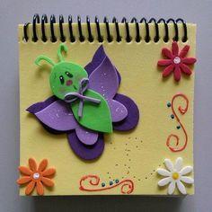 Artesanato em EVA: 60 modelos para inspirar sua produção (fotos, tutoriais e moldes) Kids Rugs, Crafts, Decorated Notebooks, Easy Crafts, Organizers, Notebooks, Flowers, Manualidades, Bebe