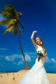 Moderate wedding dress for tropical places #weddingdress #weddinghairs #weddinghairstyle #bride #bridal #palmtree
