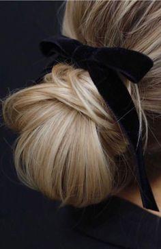 Black velvet ribbon over a chignon Good Hair Day, Great Hair, Elegant Hairstyles, Pretty Hairstyles, Hairstyles With Ribbon, 1940s Hairstyles, Hairstyles 2016, Braided Hairstyles, Beehive Hairstyles