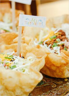 Make Your Own Taco Bar + Free Taco Bar Printables Make Your Own Taco Bar + Free Taco Bar Printables,Taco bar reception Gallery – Make Your Own Taco Bar + Free Taco Bar Printables. Taco Bar Buffet, Taco Bar Party, Fiesta Party, Mexican Dishes, Mexican Food Recipes, Mexican Salads, Cakepops, Diy Wedding Food, Wedding Reception