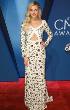 Kelsea Ballerini at the red carpet for the 2017 CMA awards❤️(11/8/17)