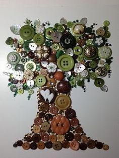 Unframed Tree of Life Button Art by FrontNCentre on Etsy Button Art Projects, Button Crafts, Craft Projects, Crafts To Make, Fun Crafts, Arts And Crafts, Paper Crafts, Diy Buttons, Vintage Buttons