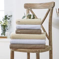 Serviettes Eco Friendly 550 g/m² Eco Bathroom, Simple Bathroom, Bathroom Towels, Cotton Towels, Wishbone Chair, Eco Friendly, Bamboo, Sweet Home, Home And Garden