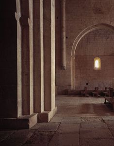 JA+U : The Cistercian Abbey Le Thoronet by Hisao Suzuki ©Hisao Suzuki