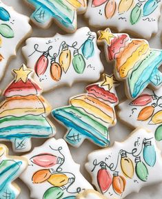 The best fun, decorated royal icing Christmas cookie ideas. Cute ideas for a gif. - The best fun, decorated royal icing Christmas cookie ideas. Cute ideas for a gift exchange, for kid - Cute Christmas Cookies, Iced Cookies, Royal Icing Cookies, Cookies Et Biscuits, Holiday Cookies, Christmas Treats, Christmas Baking, Christmas Recipes, Fancy Cookies