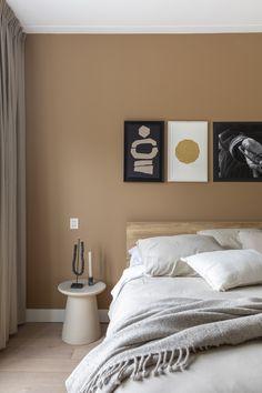Brown Bedroom Walls, Light Brown Bedrooms, Accent Wall Bedroom, Brown Walls, Warm Bedroom Colors, Beige Wall Colors, Accent Wall Colors, Room Ideas Bedroom, Bedroom Decor
