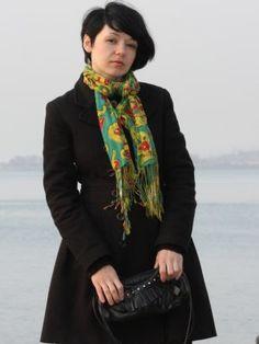velvetrose Outfit  casual  Primavera 2012. Combinar Abrigo Negro Denny Rose, Toalla Verde scarf, Bolso Negro Di Gregorio, Cómo vestirse y combinar según velvetrose el 20-4-2012