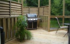Compact louvered deck design with BBQ area Small Pergola, Modern Pergola, Pergola Swing, Pergola Plans, Diy Pergola, Pergola Ideas, Pergola Cover, Fence Ideas, Small Patio
