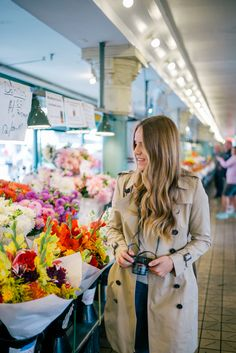 Gal Meets Glam Pike's Place Market - Burberry trench, Gant sweatshirt, J.Crew jeans & Chanel glasses