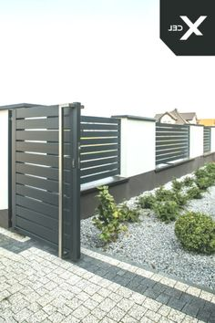 // Moderner Aluminiumzaun Arete H Source by The post Moderner House Fence Design, Front Wall Design, Main Gate Design, Door Gate Design, Gate Designs Modern, Modern Small House Design, Modern Fence Design, Brick Fence, Front Yard Fence