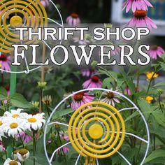DIY Thrift Shop Garden Art FLOWERS Turn thrift shop finds into whimsical garden art daisies with this tutorial. Glass Garden Art, Metal Garden Art, Garden Junk, Garden Yard Ideas, Diy Garden Projects, Garden Crafts, Diy Garden Decor, Easy Garden, Glass Art