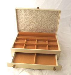 Vintage 1950s Buxton jewelry box made in USA Buxton FC Box