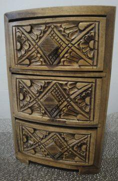 Aún no tienes donde guardar tus #conceptos de #amor #accesorios? Este alhajero de madera tallado a mano es tu opción ideal. Disponible en nuestra tienda en línea solo en @confettyjoyería #shoponline #kichink #dhl #única#pieza #original #cultura #mexicana #artesanía