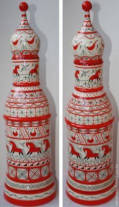 Штоф (футляр) для бутылки 'Мезенский' в интернет-магазине на Ярмарке Мастеров. Штоф подарочный расписан в технике 'Мезенская роспись'. Тонкая аккуратная работа исполнена в традиционном цвете. Можно повторить <em>мезенской росписью что это такое</em> в другом размере и другой цветовой гамме (синей, кирпично-красной, или зелёной). Послужит украшением интерьера. Станет подарком коллекционеру. Прекрасный подарок Вашему шефу от коллектива с бутылочкой хорошего кизлярского коньяка, или Вашему зарубежному…