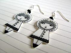 Little dolls earrings - sterling silver findings Jewelry Crafts, Jewelry Art, Jewelry Design, Brooches Handmade, Handmade Jewelry, Unique Jewelry, Diy Boucle D'oreille, Shrink Plastic Jewelry, Plastic Bottle Art