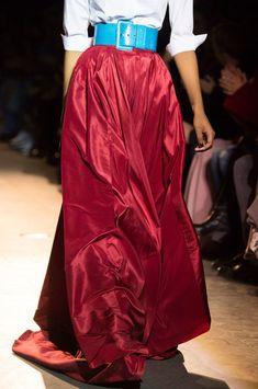 Carolina Herrera at New York Fashion Week Fall 2018 - Details Runway Photos New York Street Style, New York Style, Long Skirt Fashion, Fashion Week 2018, Fashion Moda, Fashion Trends, Dress For Success, Carolina Herrera, Satin Dresses