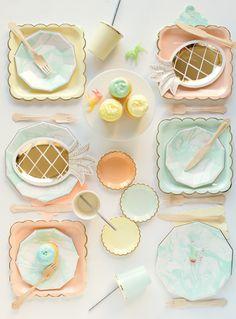 Ananas dorés et assiettes pastelles - Marble Party   Oh Happy Day!