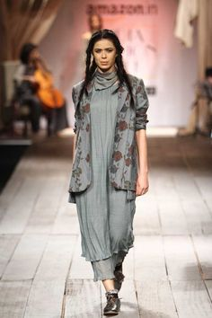 indian fashionista in 2019 India Fashion Week, Lakme Fashion Week, Indian Dresses, Indian Outfits, Western Dresses For Women, Comfy Fall Outfits, Kurta Style, Afghan Clothes, Desi Wear